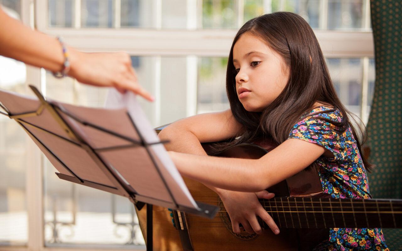 https://revolutionmusicint.com/wp-content/uploads/2020/09/Childhood-Music-1-Music-promotes-learning-languages-1280x800.jpg