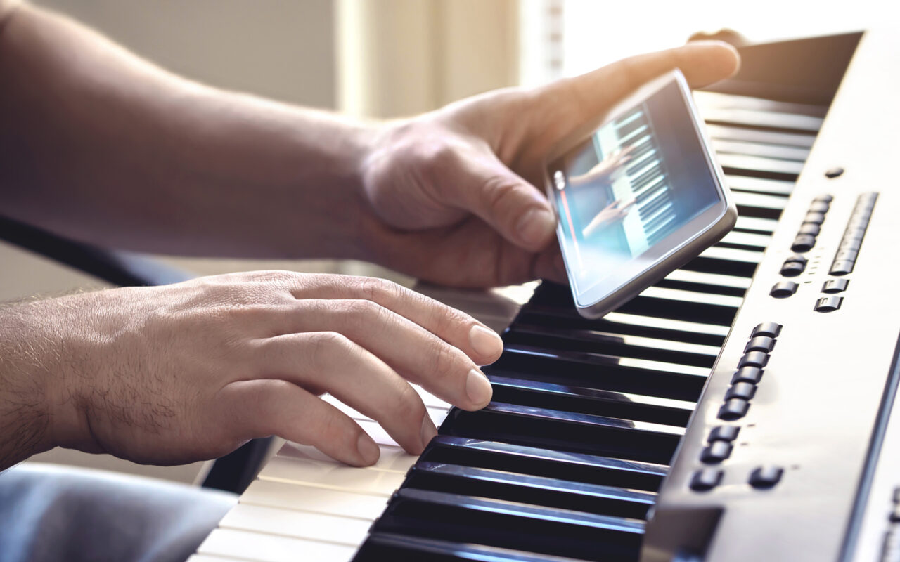 https://revolutionmusicint.com/wp-content/uploads/2020/09/Top-3-Tips-for-Practicing-Music-at-Home2-1280x800.jpg